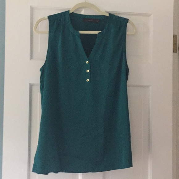 54a1918b684af The Limited green Henley blouse. M 5b8302c742aa76375694b91b